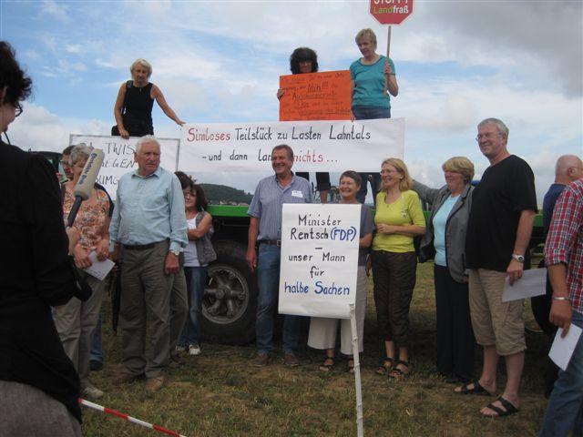 Goßfeldener Ortsbeiratsmitglieder beim Protest gegen B252-Teilstück