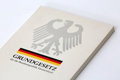 Grundgesetz (c) Tim Reckmann, pixelio.de